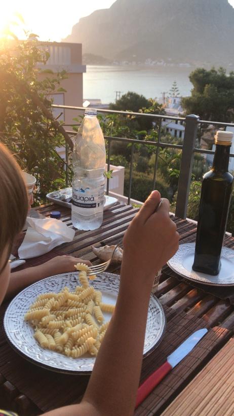 Annie cena sulla terrazza